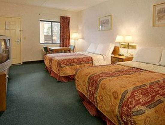Days Inn Morehead: Standard Two Double Bed Room