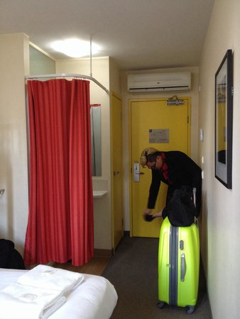Ibis Budget Melbourne CBD: The small room behind the curtain is the shower room and the yellow door next to the entrance le