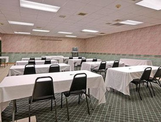 Days Inn St Clairsville: Meeting Room