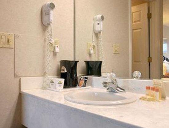 Days Inn Morristown: Bathroom
