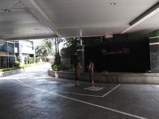 Taipei Garden Hotel: Entry