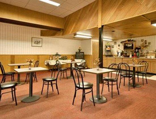 Attleboro Motor Inn: Breakfast Area