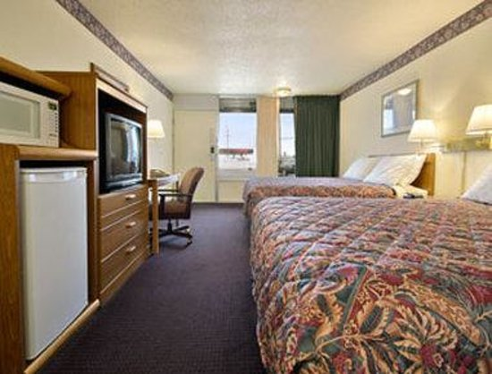 Days Inn Rolla: Standard Two Queen Bed Room