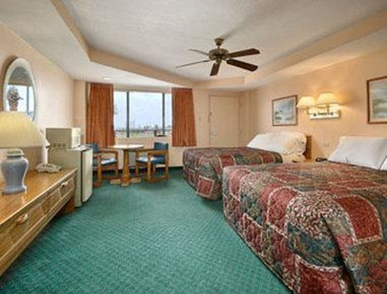 Days Inn Rockport: Standard Two Double Bed Room