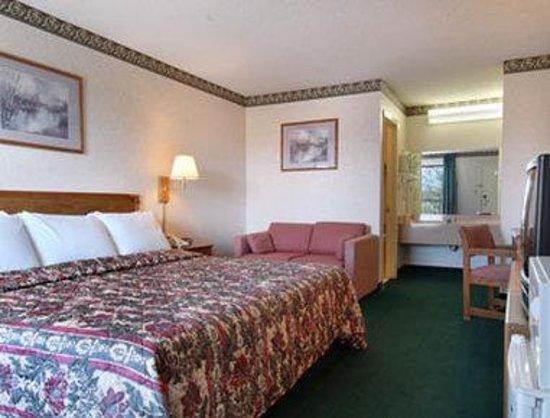 Days Inn Ripley: Standard King Bed Room