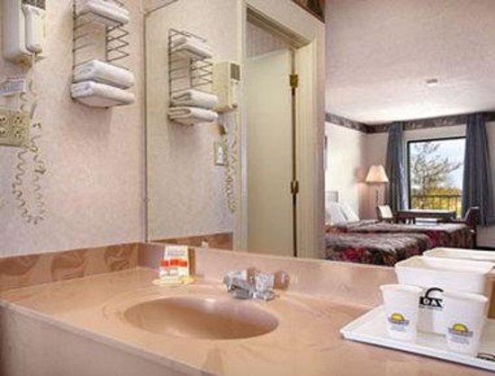 Days Inn Ripley: Bathroom