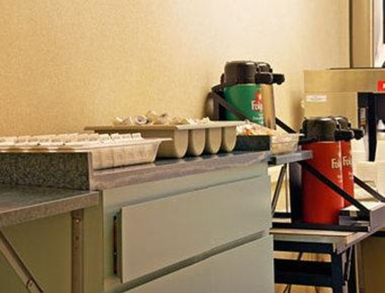 Mirage Inn & Suites: Breakfast Area