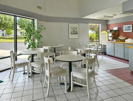 Days Inn Spartanburg Waccamaw : Breakfast Area