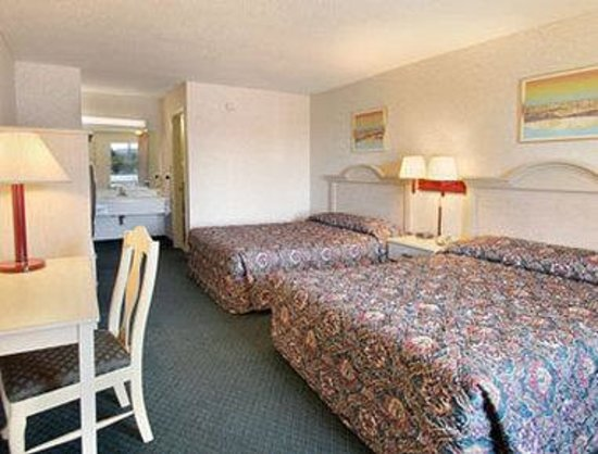 Days Inn Spartanburg Waccamaw : Standard Two Double Bed Room