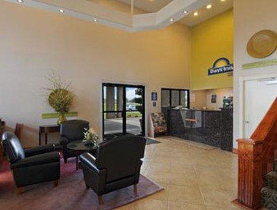 Days Inn Waco: Lobby