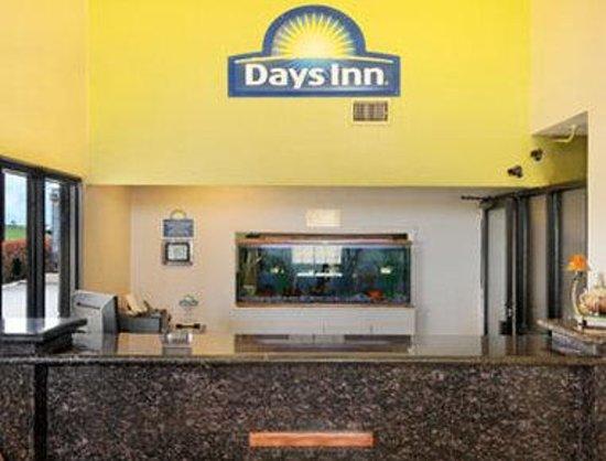 Days Inn Waco: Front Desk