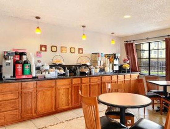 Days Inn Waco: Breakfast Area