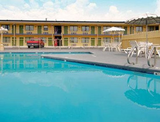 Days Inn Waco: Pool