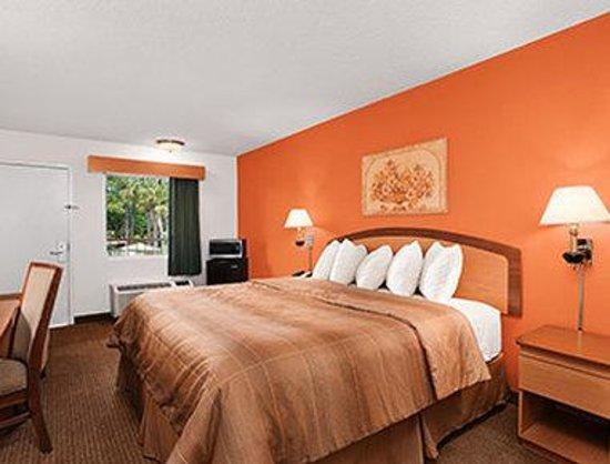 Days Inn Jacksonville South / Near Memorial Hospital: Standard King Bed Room