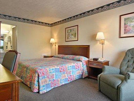 Days Inn Chester : Standard King Bed Room