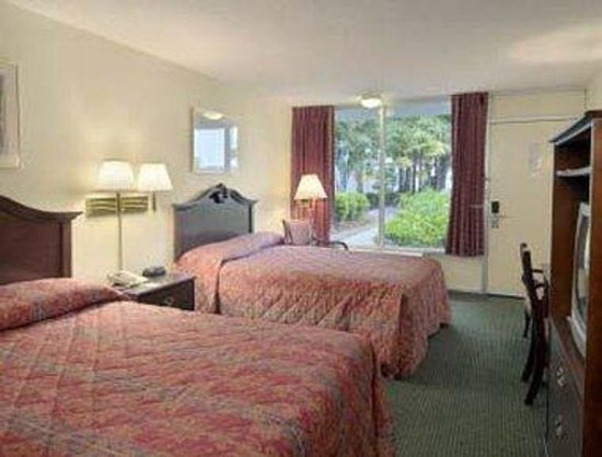 Days Inn Mount Pleasant-Charleston-Patriots Point: Standard Two Double Bed Room