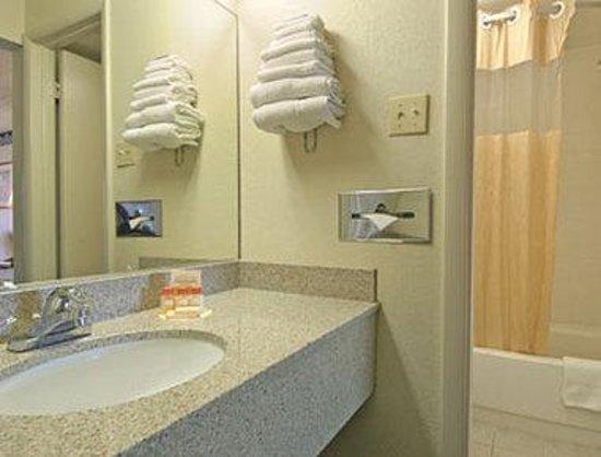 Days Inn Chester : Bathroom