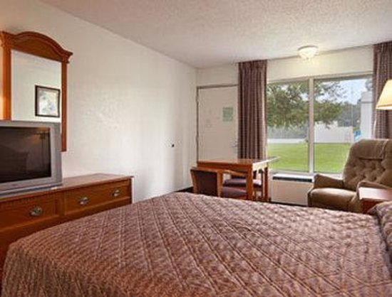 Days Inn Ruther Glen Kings Dominion Area: Standard Queen Bed Room