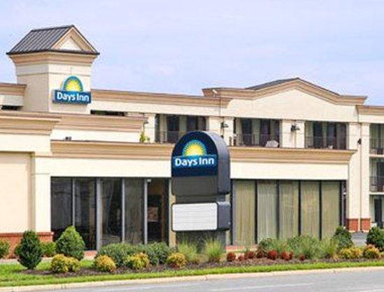 Welcome to the Days Inn Hampton-Coliseum Drive
