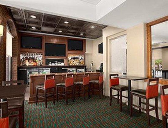 Days Inn Baltimore Inner Harbor: Bar
