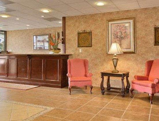 Days Inn Hampton: Lobby
