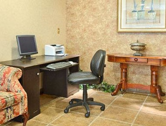 Days Inn Hampton: Business Center