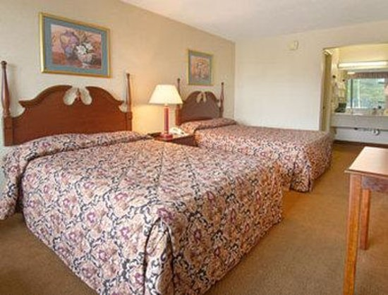 Days Inn Hampton: Standard Two Double Bed Room