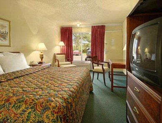 Days Inn Natchez: Standard One King Bed Room