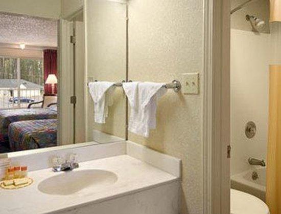 Days Inn Natchez : Bathroom