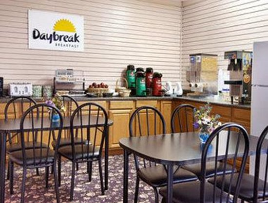 Days Inn Lumberton: Breakfast Area