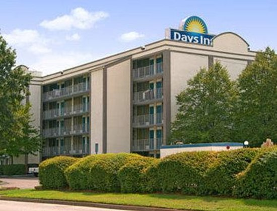 Norfolk - Days Inn Military Circle: Welcome to the Days Inn Norfolk - Military Circle