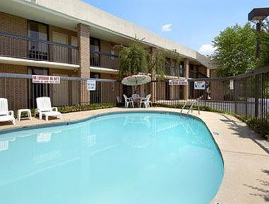 Days Inn Easley West of Greenville/Clemson Area : Pool