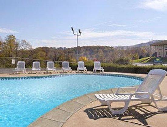 Days Inn New Cumberland/Harrisburg South: Pool