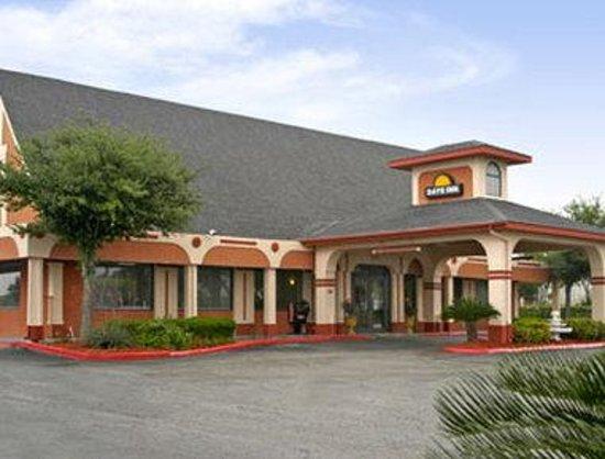 Knights Inn San Antonio Near AT&T Center: Welcome to the Days Inn San Antonio - East