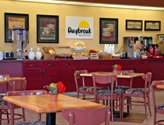 Knights Inn San Antonio Near AT&T Center: Breakfast Area