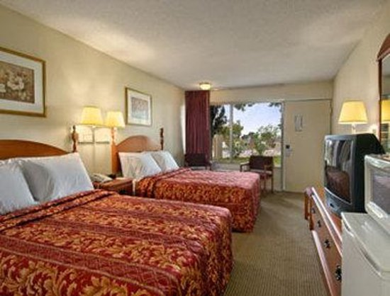 Knights Inn San Antonio Near AT&T Center: Standard Two Double Bed Room