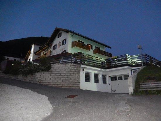 Alpen Life Hotel Someda: ...di rientro dalla passeggiata della sera..