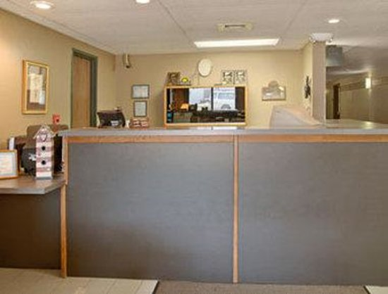 Days Inn Sioux Falls Airport: Enjoy moments in our lobby.