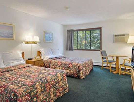 Days Inn Winona: Standard Two Double Bed Room