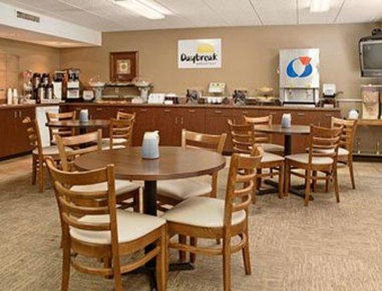 Days Inn Sioux Falls Airport: Breakfast Area