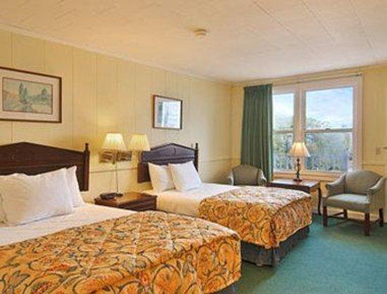 Days Inn Bar Harbor: Standard Two Queen Bed Room