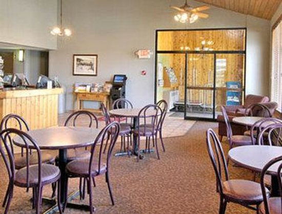 Days Inn Summit County: Whether it is the beginning or the ending of your day in the mountains, you will find our lobby