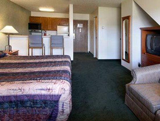 Days Inn Silverthorne: King Suite