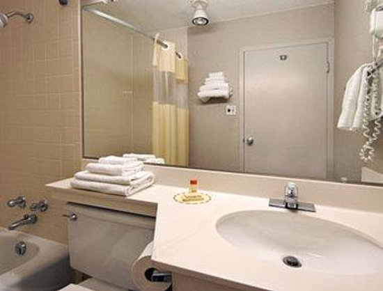 Days Inn Cambridge: Bathroom