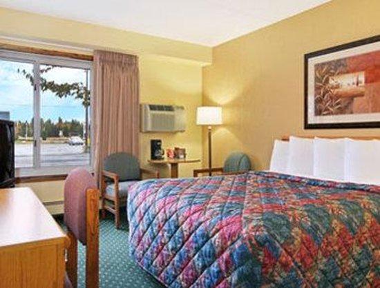 Days Inn International Falls: Standard One Queen Bed Room