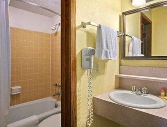 Days Inn International Falls: Bathroom