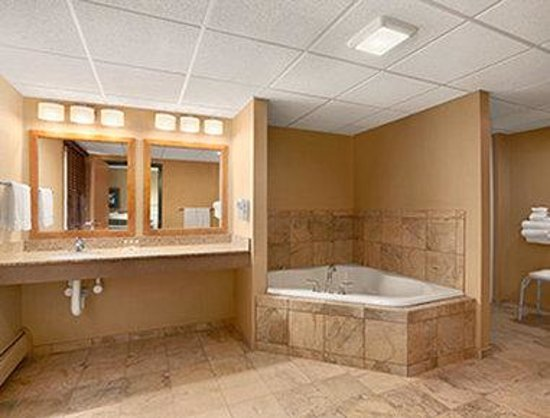 Days Inn Helena: Jacuzzi Suite