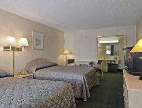 Days Inn Austin South : Standard Two Double Bed Room