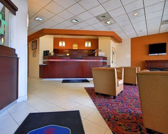 Best Western Plus Reading Inn & Suites: Lobby