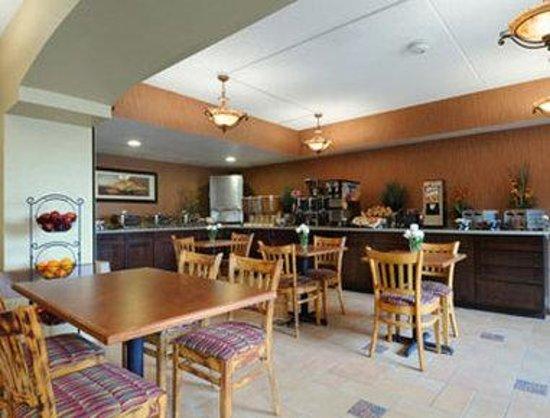 Days Hotel Mesa Near Phoenix: Breakfast Area